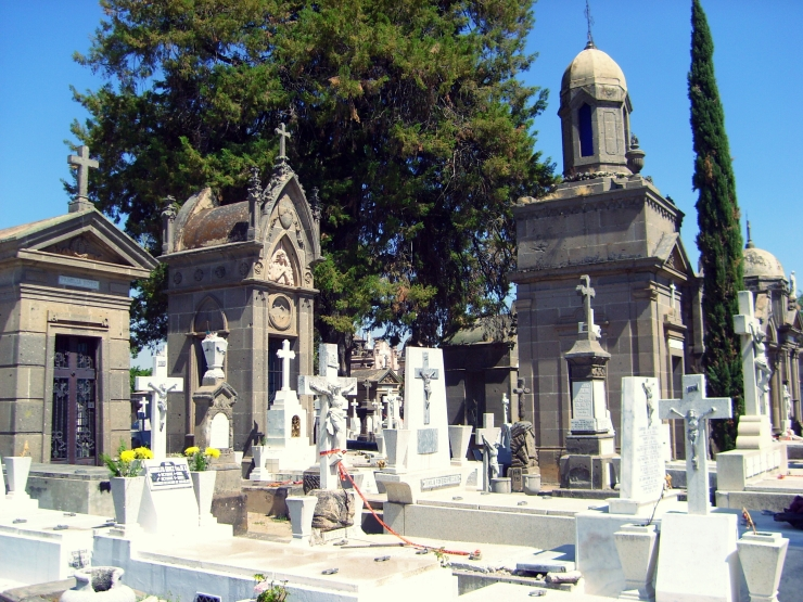 Gravestones at the historic Panteón de Mezquitán in Guadalajara, México.