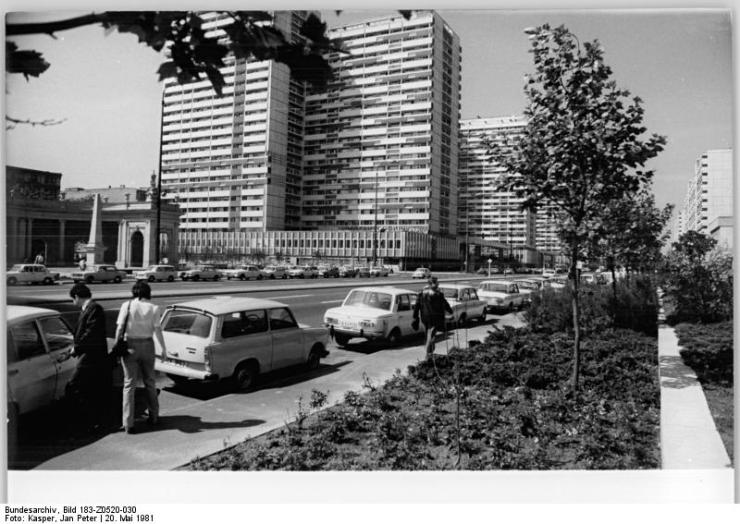 Berlin, Leipziger Straße, Postmeilensäule, Spittelkolonaden, Wohnhochhaus